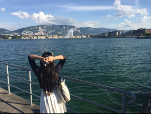 Ngoc Hong Le is enjoying the beauty of La Rade Lake and the Jet d'eau Fountain Geneva after the first day of work