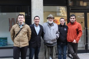 Maxwell alumnus David Bauer '49 and the students he hosted on Roosevelt Island